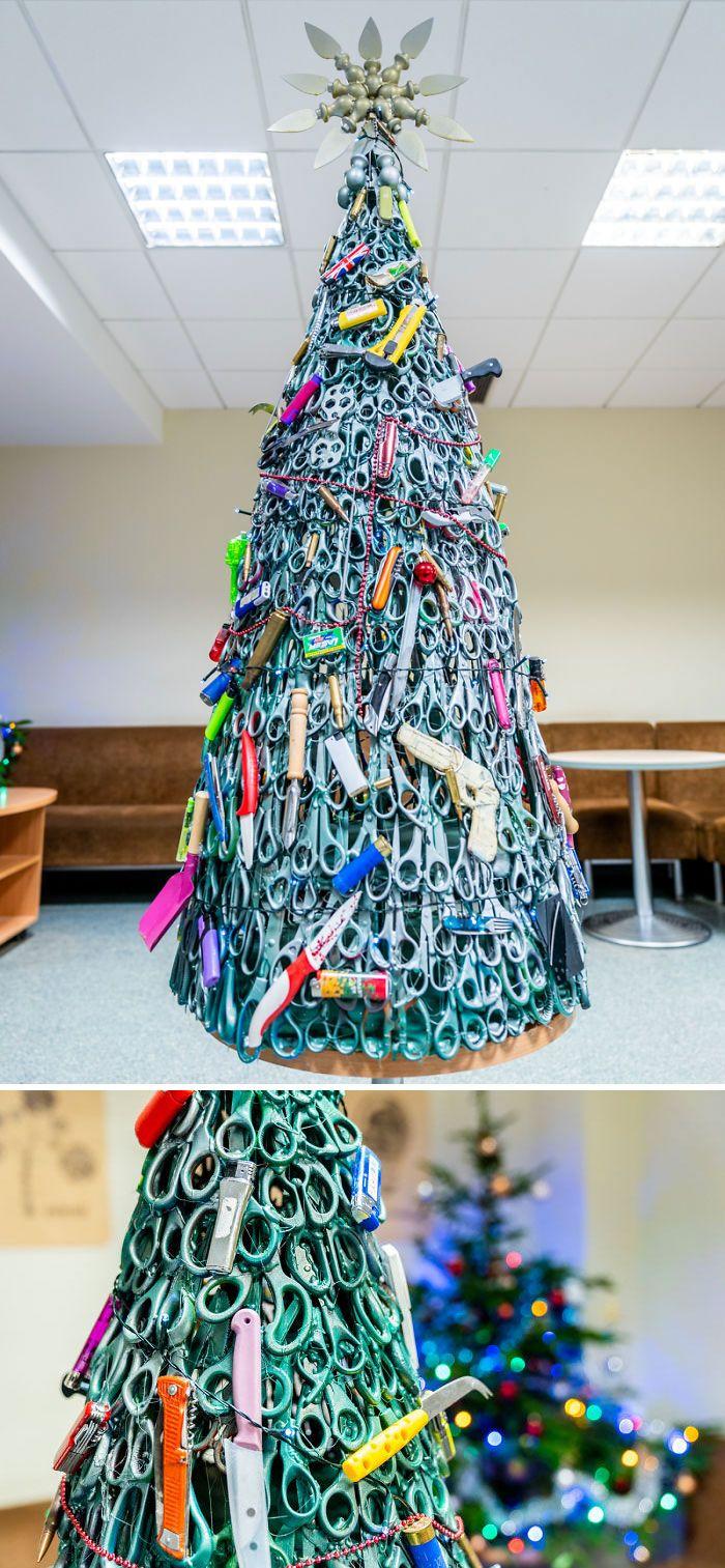 34 vezes funcionários criativos construíram árvores de Natal com temas de trabalho 29