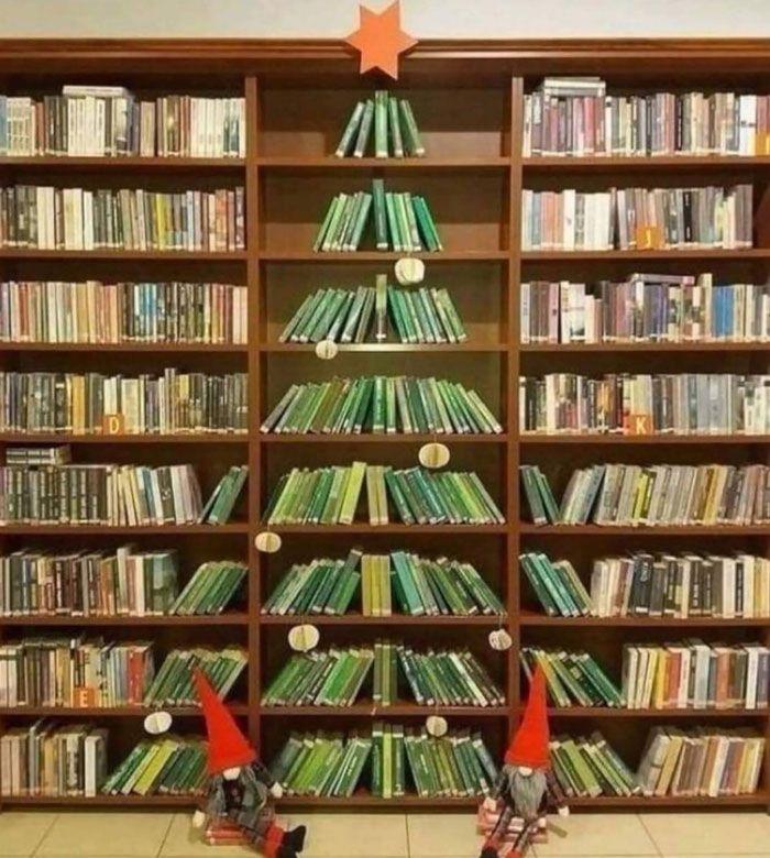 34 vezes funcionários criativos construíram árvores de Natal com temas de trabalho 33
