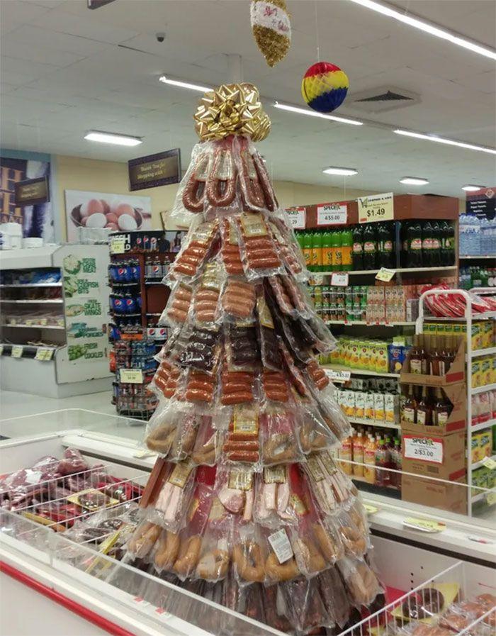 34 vezes funcionários criativos construíram árvores de Natal com temas de trabalho 34