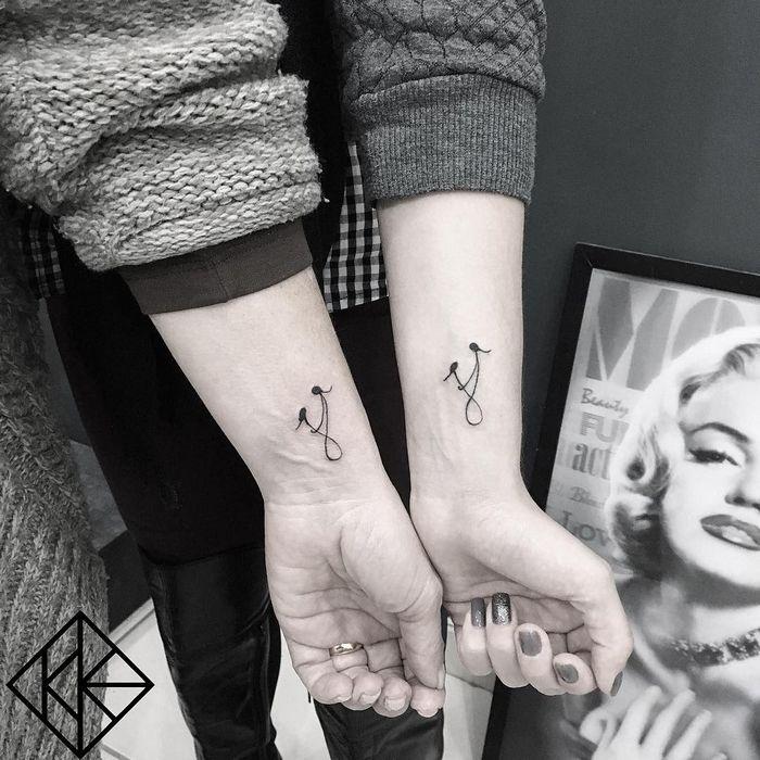 39 ideias lindas para tatuagens para irmãs e melhores amigas 3