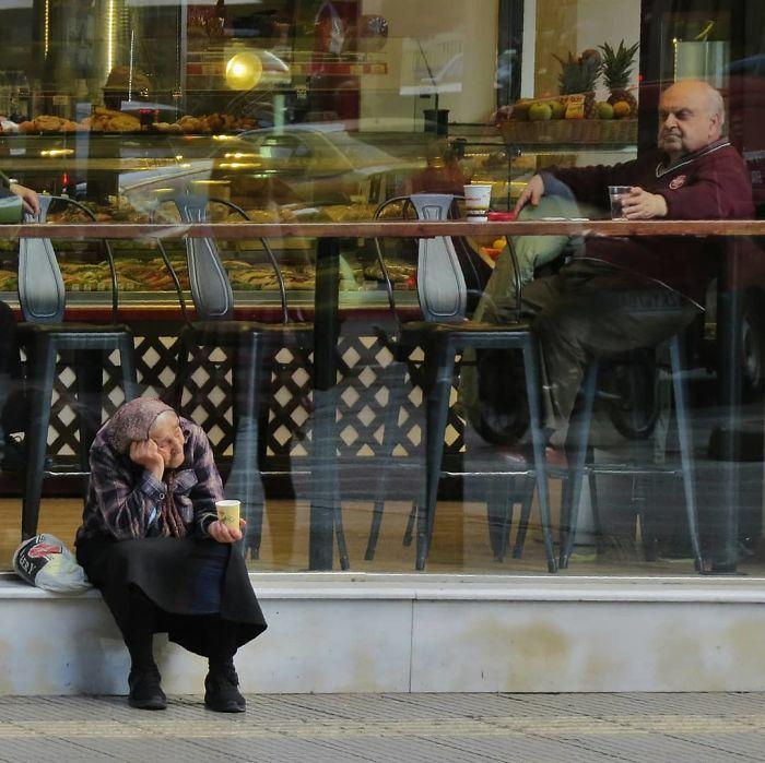 Fotógrafo de rua captura fotos divertidas e aqui estão 30 das melhores 26