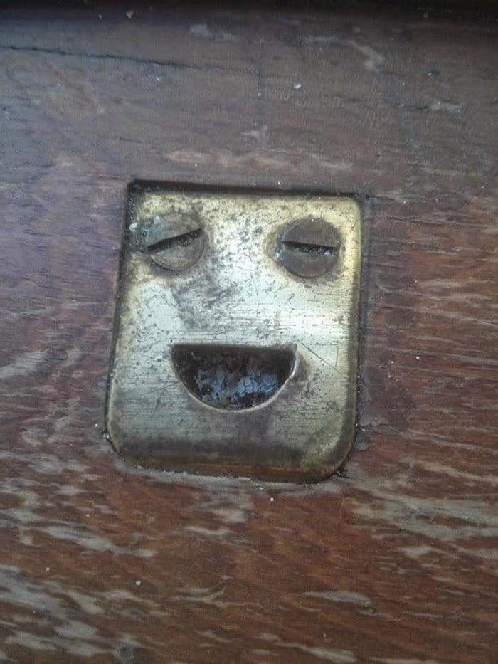 Você consegue ver rostos de bêbados nesses objetos inanimados? 9