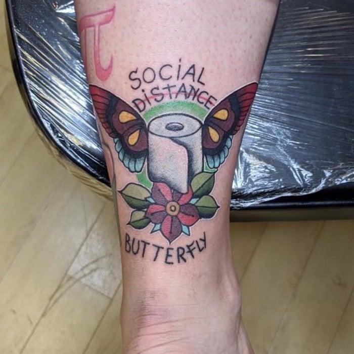 Algumas pessoas estão fazendo tatuagens inspiradas no covid-19 (21 fotos) 8