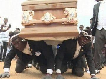 Tudo sobre o novo viral da internet: O meme da dança do caixão em funeral 7
