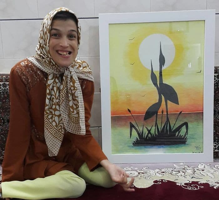35 retratos incríveis desta artista iraniana com deficiência que usa apenas o Pé 3