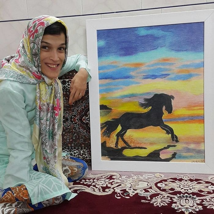 35 retratos incríveis desta artista iraniana com deficiência que usa apenas o Pé 14