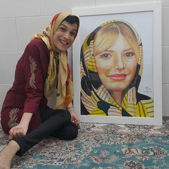 35 retratos incríveis desta artista iraniana com deficiência que usa apenas o Pé 17