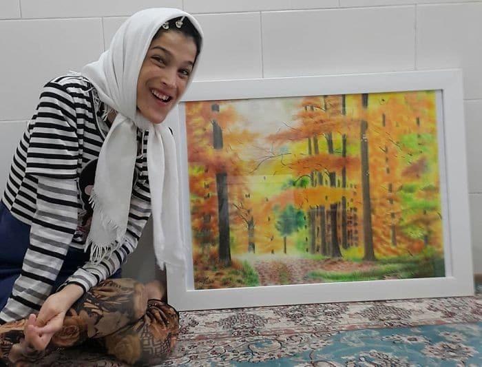 35 retratos incríveis desta artista iraniana com deficiência que usa apenas o Pé 24
