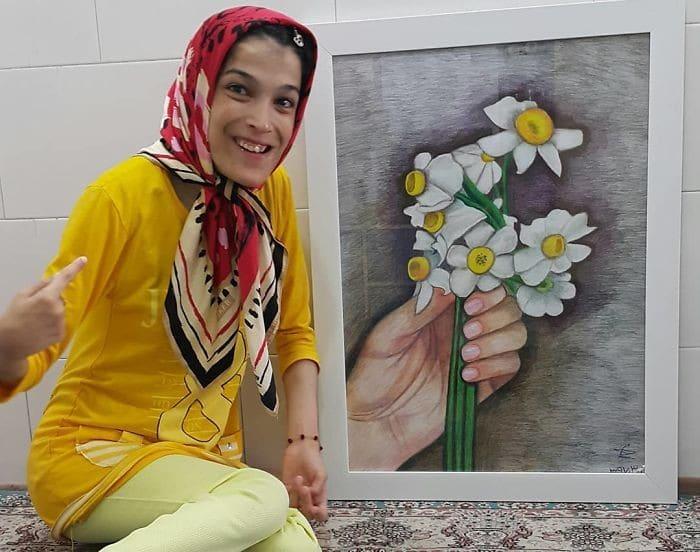 35 retratos incríveis desta artista iraniana com deficiência que usa apenas o Pé 25