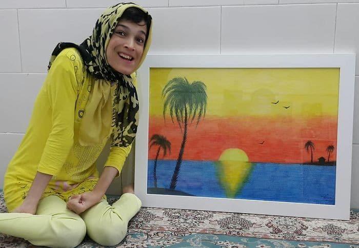 35 retratos incríveis desta artista iraniana com deficiência que usa apenas o Pé 31
