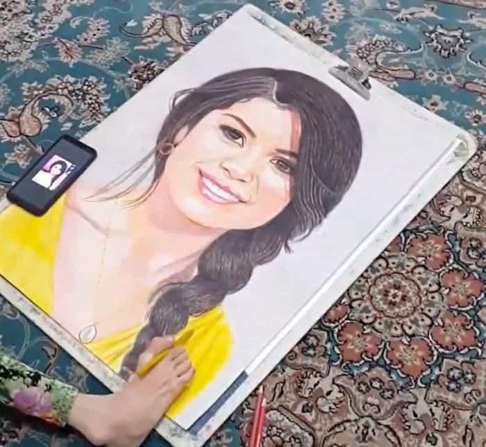 35 retratos incríveis desta artista iraniana com deficiência que usa apenas o Pé 36