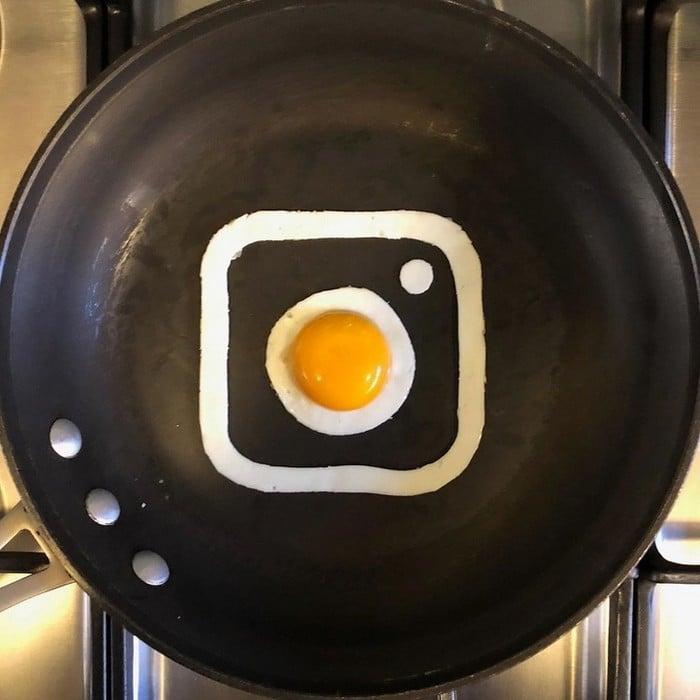 Um artista do México usa uma panela como tela e cria arte a partir de ovos (30 fotos) 27