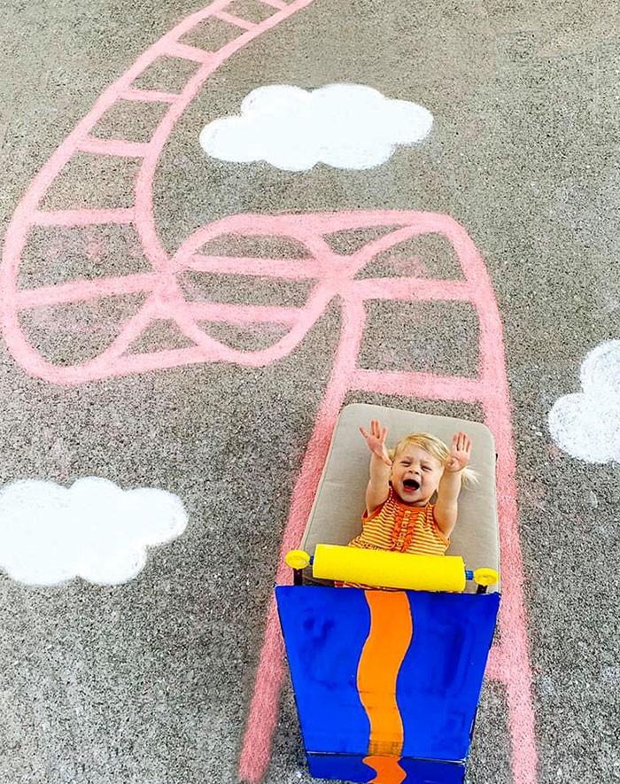 Mãe cria belos desenhos de giz em sua garagem, para criar aventuras durante a quarentena (30 fotos) 27