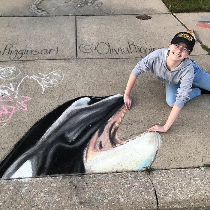 Mãe e filha de 13 anos cria desenhos de giz em 3D impressionantes na calçada do bairro (20 fotos) 5