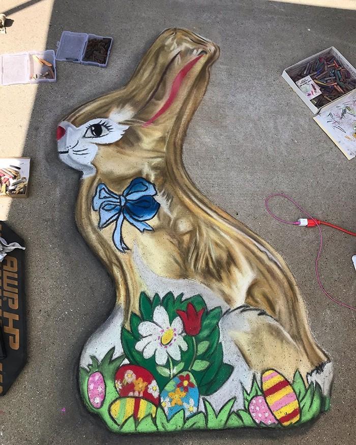 Mãe e filha de 13 anos cria desenhos de giz em 3D impressionantes na calçada do bairro (20 fotos) 10