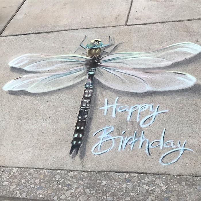Mãe e filha de 13 anos cria desenhos de giz em 3D impressionantes na calçada do bairro (20 fotos) 14
