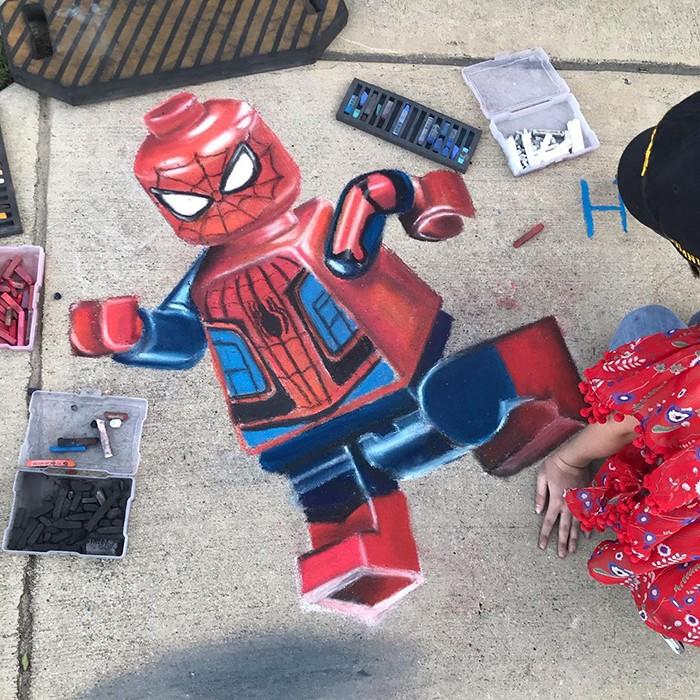 Mãe e filha de 13 anos cria desenhos de giz em 3D impressionantes na calçada do bairro (20 fotos) 21