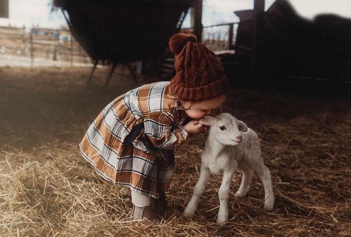32 momentos mais inocentes da crianças com animais 2