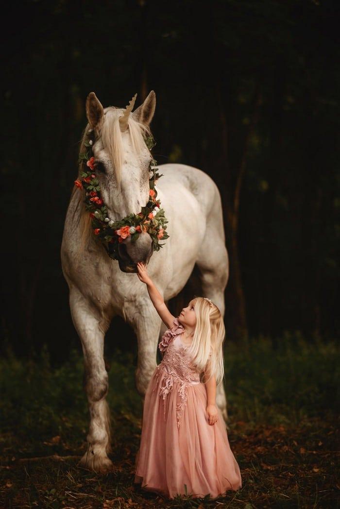 32 momentos mais inocentes da crianças com animais 6