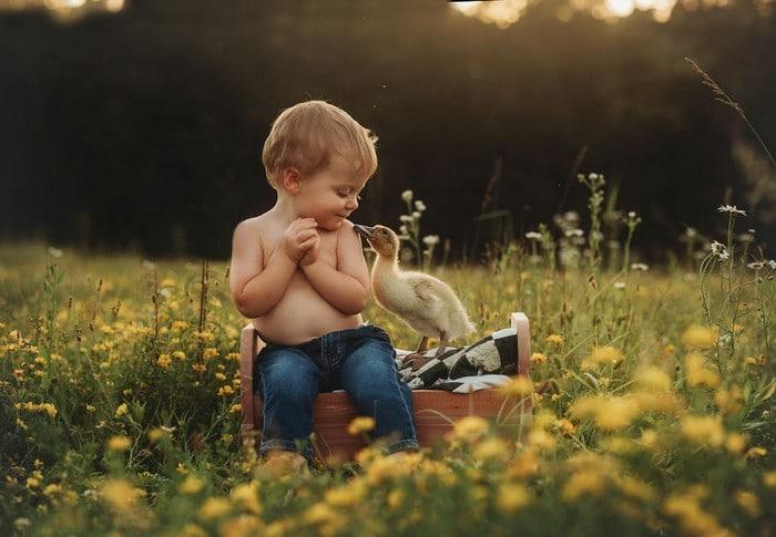 32 momentos mais inocentes da crianças com animais 7
