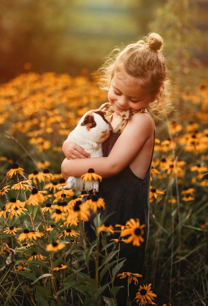 32 momentos mais inocentes da crianças com animais 8