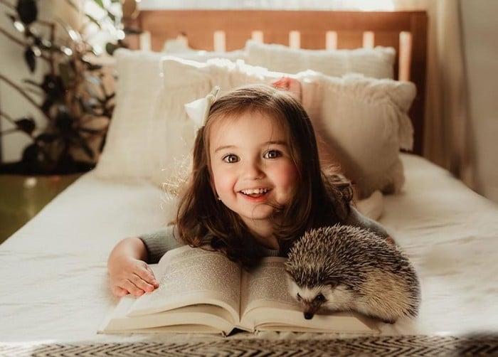 32 momentos mais inocentes da crianças com animais 21