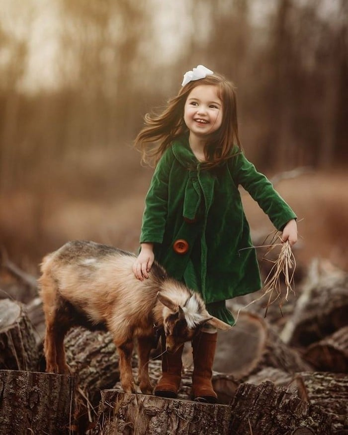 32 momentos mais inocentes da crianças com animais 24