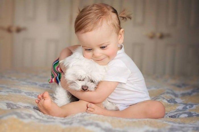 32 momentos mais inocentes da crianças com animais 25