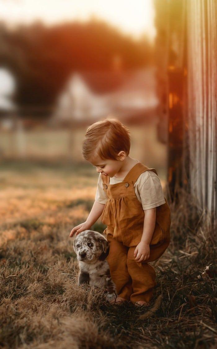 32 momentos mais inocentes da crianças com animais 33