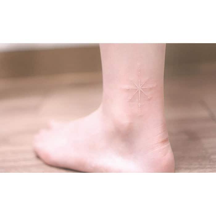 24 tatuagens que provam que o branco é o novo preto 10