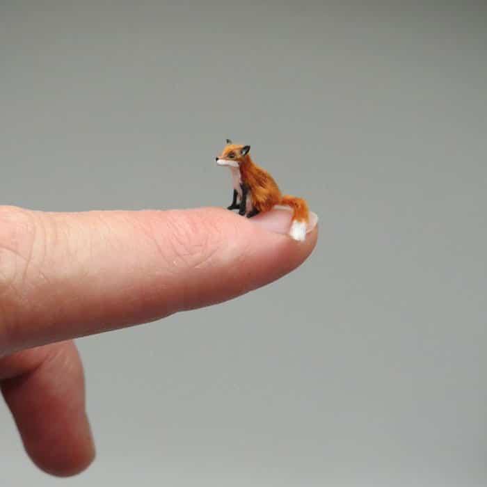 40 animais em miniatura criados pelo renomado artista Fanni Sandor 26