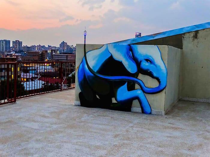 Artista sul-africano pinta grafites incríveis que interagem com o ambiente (32 fotos) 11