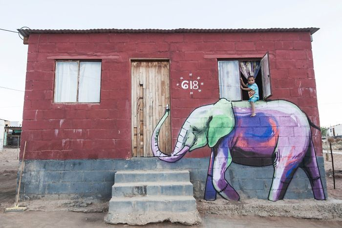 Artista sul-africano pinta grafites incríveis que interagem com o ambiente (32 fotos) 13