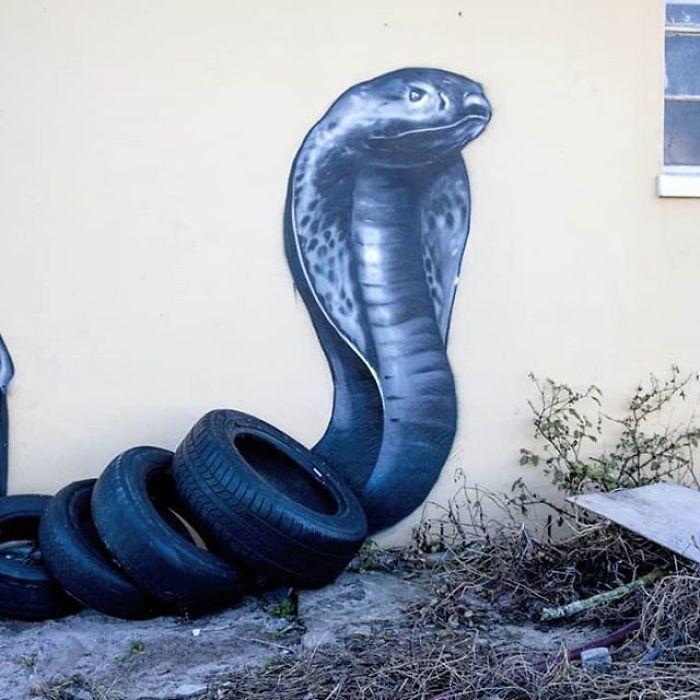 Artista sul-africano pinta grafites incríveis que interagem com o ambiente (32 fotos) 17