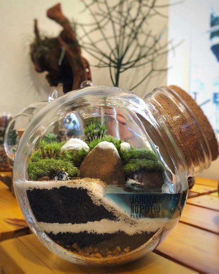 Artistas criam mundos minúsculos em recipientes de vidro (42 fotos) 3