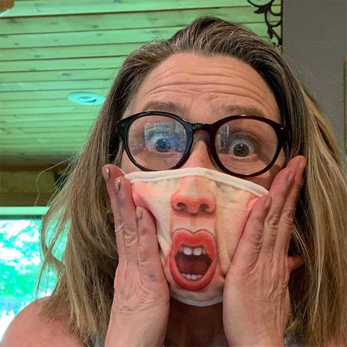 As pessoas estão se protegendo com máscaras engraçadas ultra-realistas (21 fotos) 2