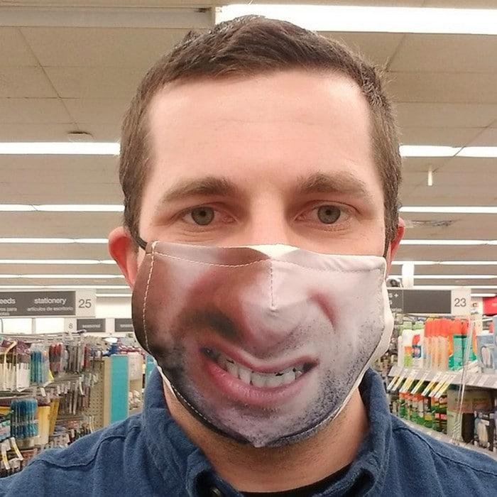 As pessoas estão se protegendo com máscaras engraçadas ultra-realistas (21 fotos) 4