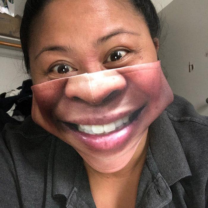 As pessoas estão se protegendo com máscaras engraçadas ultra-realistas (21 fotos) 12