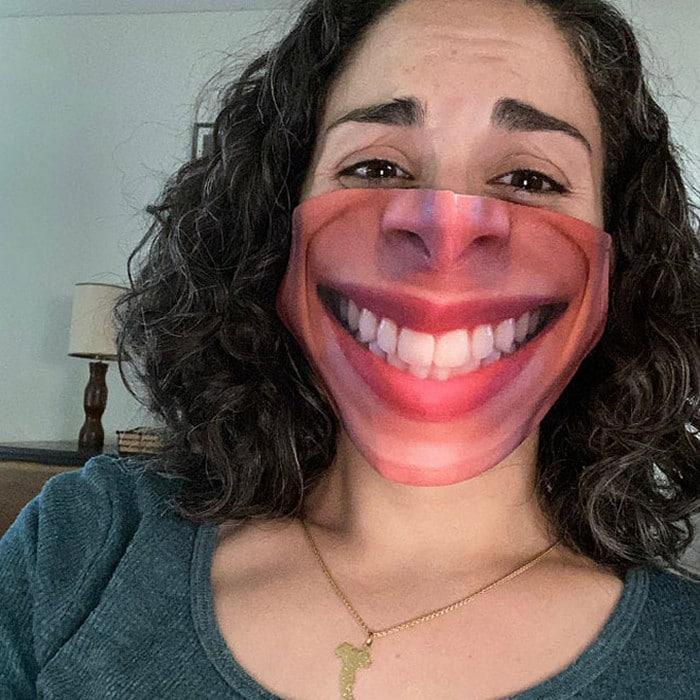 As pessoas estão se protegendo com máscaras engraçadas ultra-realistas (21 fotos) 13