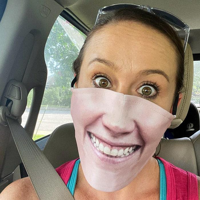 As pessoas estão se protegendo com máscaras engraçadas ultra-realistas (21 fotos) 14