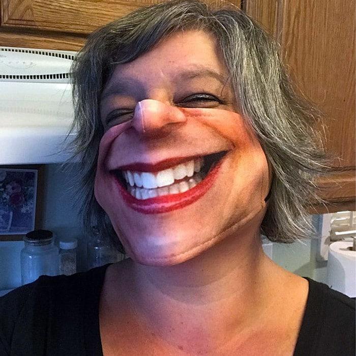 As pessoas estão se protegendo com máscaras engraçadas ultra-realistas (21 fotos) 15