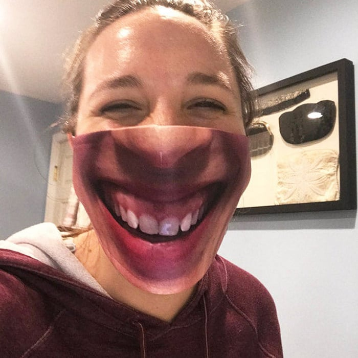 As pessoas estão se protegendo com máscaras engraçadas ultra-realistas (21 fotos) 16