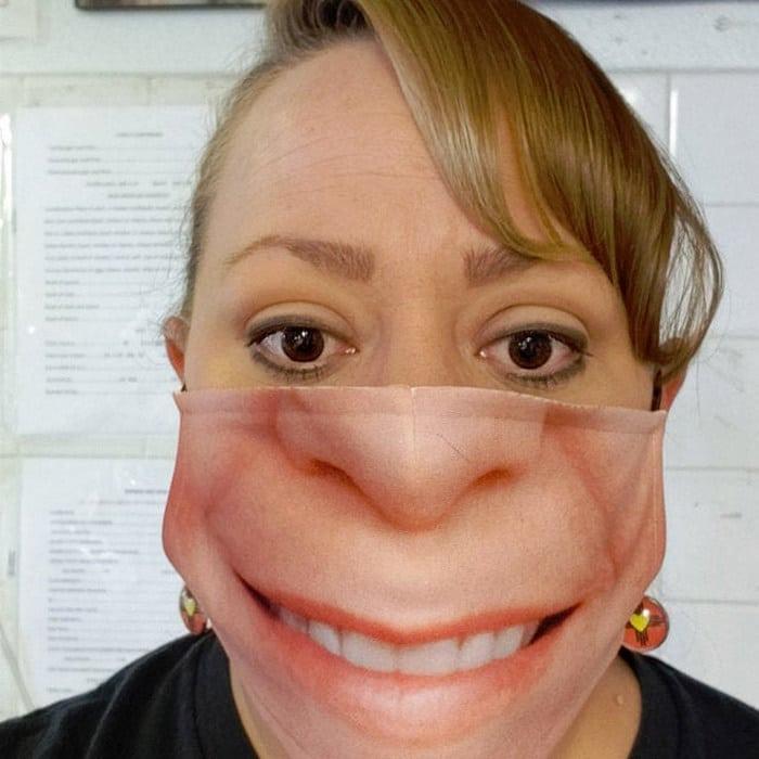 As pessoas estão se protegendo com máscaras engraçadas ultra-realistas (21 fotos) 20