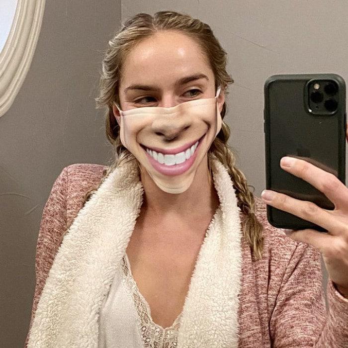 As pessoas estão se protegendo com máscaras engraçadas ultra-realistas (21 fotos) 21