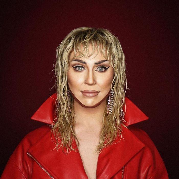 Drag Queen é tão boa em maquiagem que pode se transformar em qualquer celebridade (29 fotos) 21