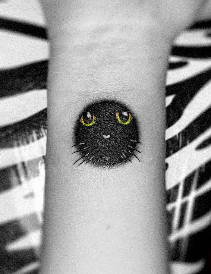 45 pessoas que fizeram tatuagens absolutamente incríveis de gatos 11