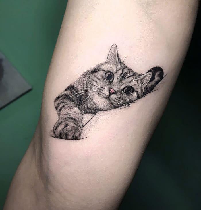 45 pessoas que fizeram tatuagens absolutamente incríveis de gatos 46