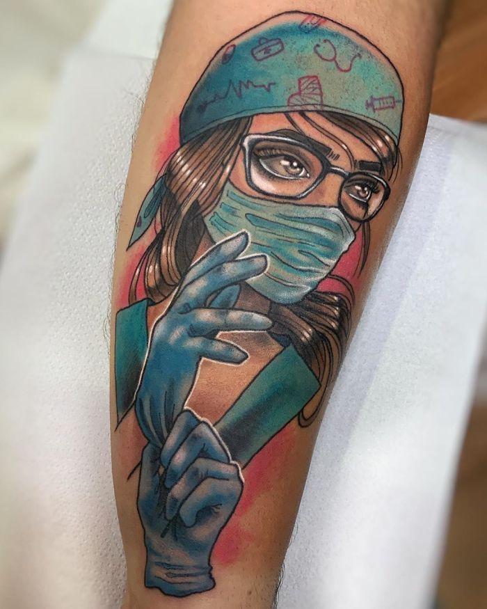 As pessoas estão fazendo tatuagens Covid-19 e aqui estão 40 das melhores 13