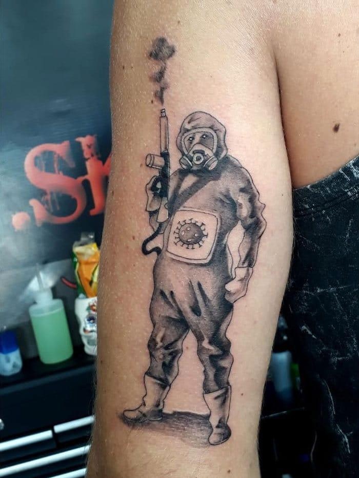 As pessoas estão fazendo tatuagens Covid-19 e aqui estão 40 das melhores 40