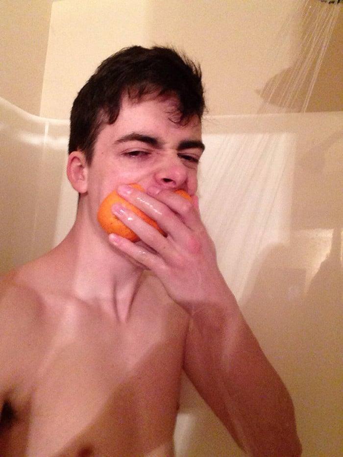 Existe uma comunidade online feita para pessoas que gostam de tomar banho de laranjas 2